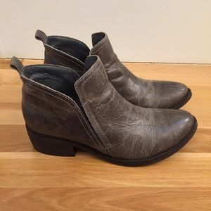Matisse Wilder distressed grey leather booties 6